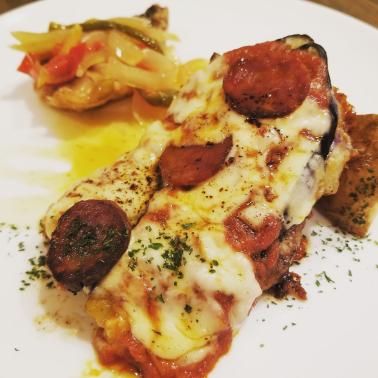 ポークと茄子のマジョルカ風オーブン焼きと寒サバのエスカベッチェ
